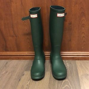 Green hunter boots size 7